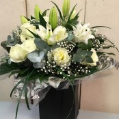 Dozen white roses and lily